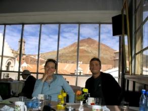 Dejeuner en famille avec vue imprenable sur le Cerro Rico