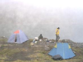 Il fait vite tres froid autour de la Laguna Chillata des que les nuages pointent leur nez