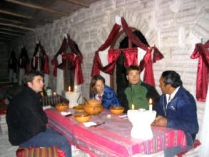 Repas avec Sebastian, notre super guide-chauffeur, dans un hotel de sel