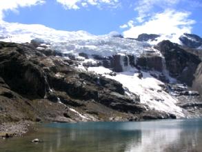 La laguna Ausagantecotcha du circuit de l'Ausangate au Pérou