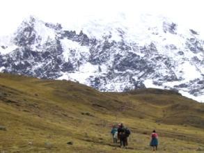 Le temps se gatte dans la montee du quatrieme col du circuit de l'Ausangate au Pérou