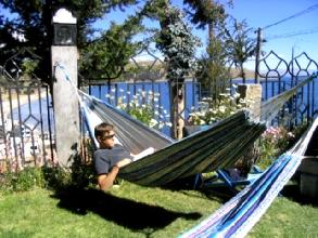 Matinee paisible pour Bertrand devant le lac Titicaca à Copacabana, Bolicie