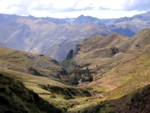 Debut de la descente avec le village de Pukamarca