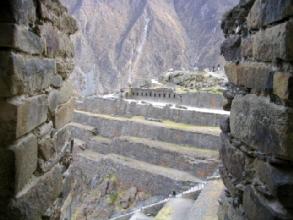 Les terrasses d'Ollataytambo et le site religieux, avec son entree autrefois recouverte d'or