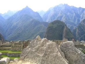 Les montagnes environnantes et leur representation sur pierre