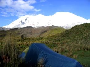 La tente devant le Chimborazo face nord