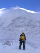 Geraldine devant le Chimborazo sous la neige
