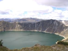 Le lac dans le cratere a Quiloatoa