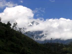 Le volcan Tungurahua a cote de Baños