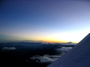 Lever de soleil sur les pentes du volcan Cotopaxi