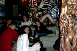 Aperitif au seul bar gothique d´Equateur