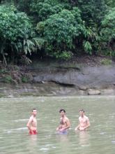 Bain dans la jungle a Misahualli