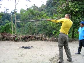Concours de sarbacane dans la jungle a Misahualli
