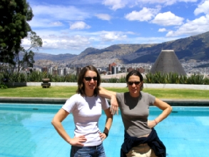 Vue sur Quito depuis la maison de Guayasamin et sa piscine