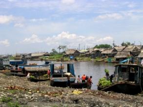 Transport de marchandises et de passagers dans le quartier de Belen a Iquitos