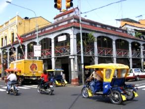 La maison de fer construite par G. Eiffel et expediee par bateau jusqu'a Iquitos