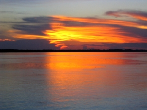 Coucher de soleil sur le fleuve Amazone a Iquitos