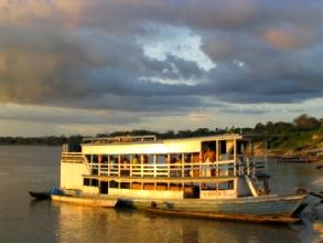 Coucher de soleil sur un affluent de l'Amazone