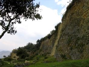 Les murs exterieurs de la forteresse de Kuelap