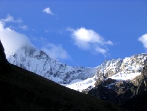 Quelques montagtnes de la Cordillera Blanca, la premiere nuit, avec sans doute l'Alpamayo a gauche