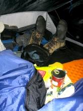 L'espace de la tente est bien occupe par temps de pluie