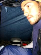 Cuisiner sous la tente : tres dangereux selon la consigne de securite des tentes Jamet