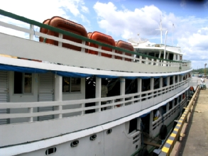 Le Fenix, le bateau qui va nous amner a Manaus