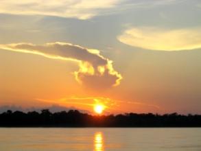 Coucher de soleil sur l'amazone