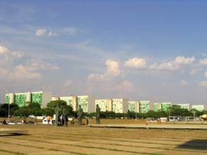 L'allee des ministeres a Brasilia