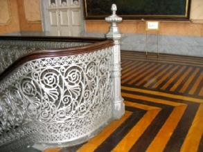 Escalier en fer et plancher en bois dans la bibliotheque municipale de Manaus