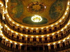 L'interieur et le plafond du Theatre Amazonas a Manaus