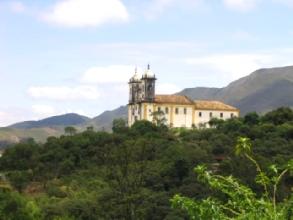 Une eglise perdue dans la nature a Ouro Preto, Minas Gerais
