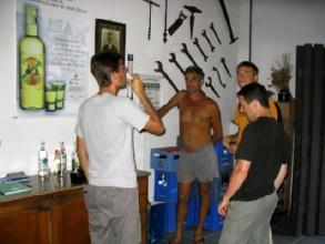 La degustation de Cachaca a la distilerie Coqueiro de Parati