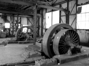 Photo d'un mecanisme dans une ancienne usine de fabrication de nitrate a Santa Laura, Chili