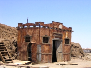 Photo d'une ancienne usine de fabrication de nitrate a Humberstone, Chili