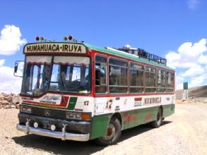 Le bus qui nous permet de rejoindre Iruja a proximite de Jujuy, Argentine