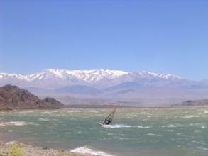 Photo de la dique cuesta del viento dans les environs de San Juan, Argentine
